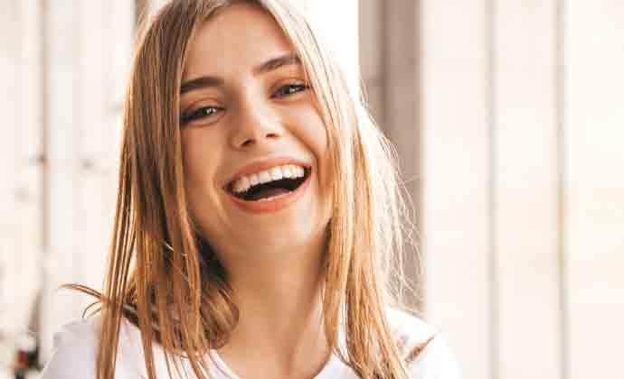 denti belli e sani ragazza sorriso